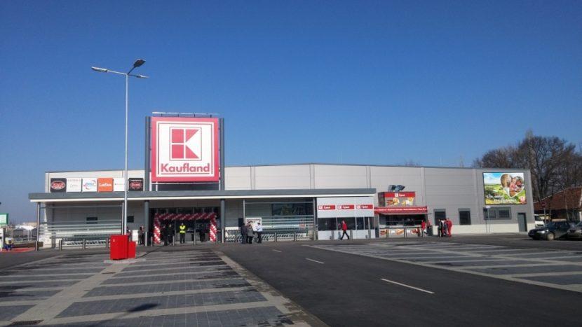 Мъж открадна автомобил пред варненски хипермаркет
