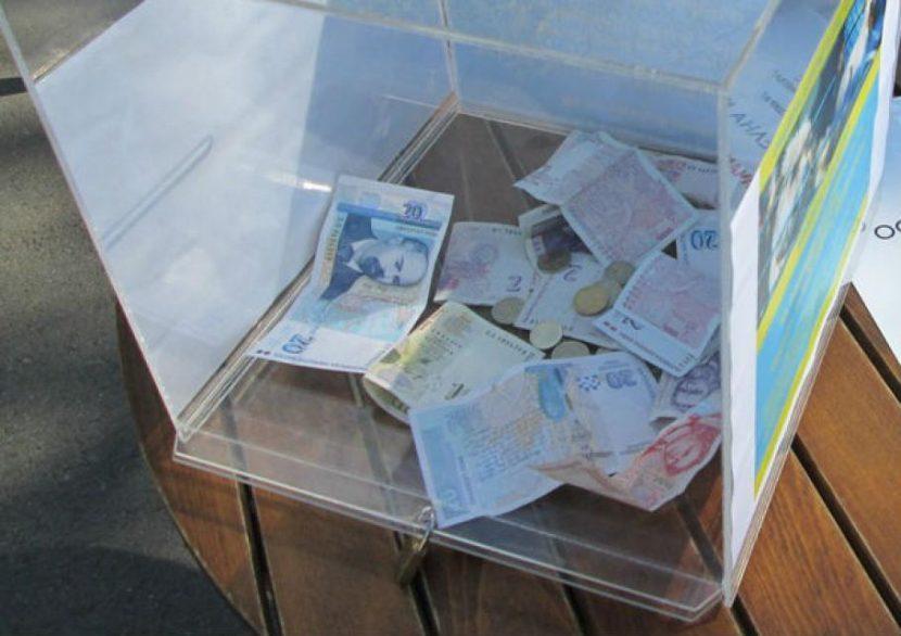 Крадец отмъкна кутия с дарения от магазин в Белослав