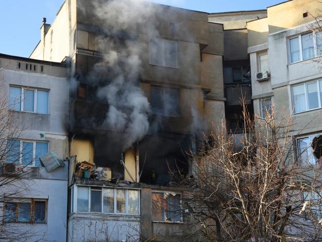Съсед за ужаса с взривения апартамент във Варна: Виках за помощ, не можех да спася семейството си