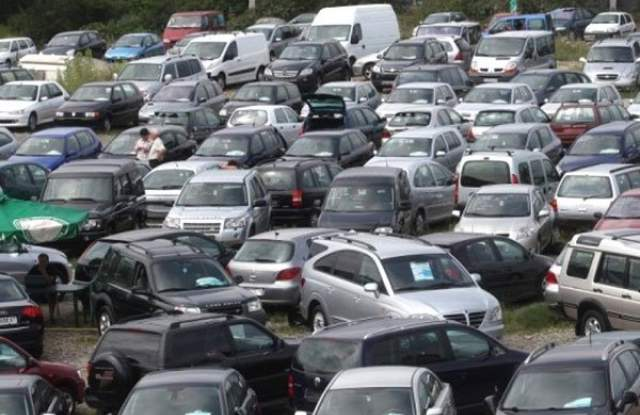 """Варненец """"изгоря"""" с 500 евро за доставка на две коли от Италия"""