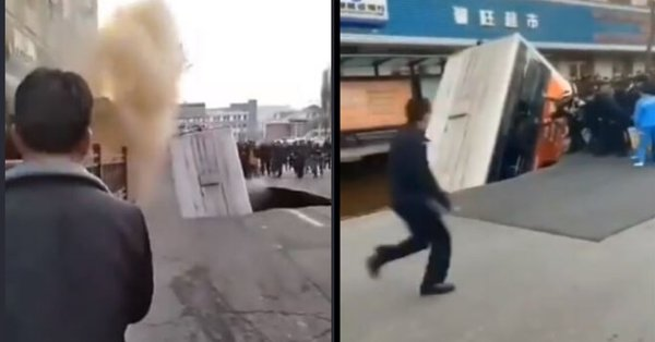 Огромна дупка погълна автобус (видео/снимки)