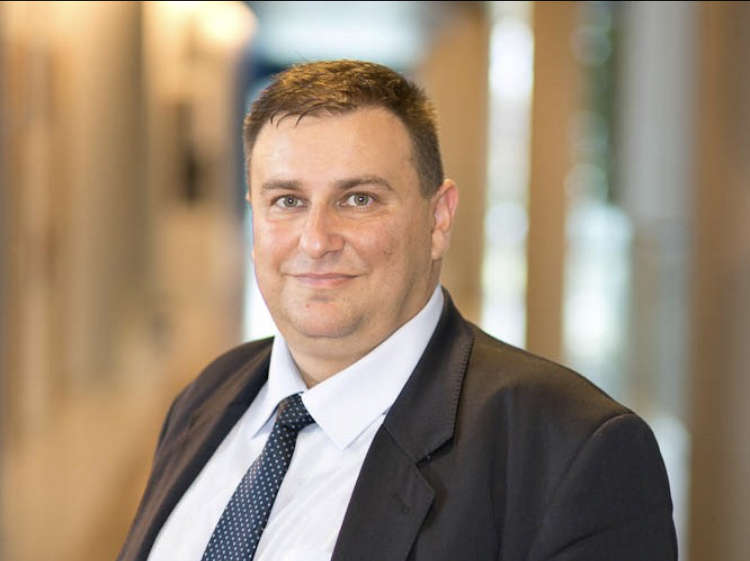 Емил Радев към еврокомисар Вестегер: Как ще защитите потребителите от нелоялни практики при договаряне за цифрови услуги?