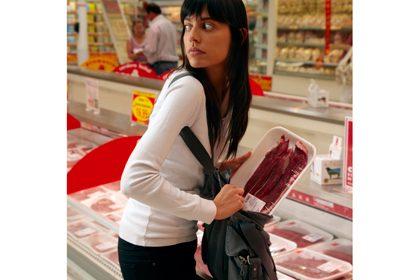 Жена краде продукти за над 300лв. от варненски супермаркет