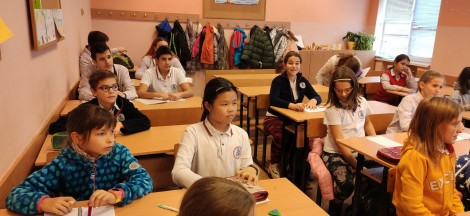 Голям интерес към китайския език сред варненските ученици (снимки)