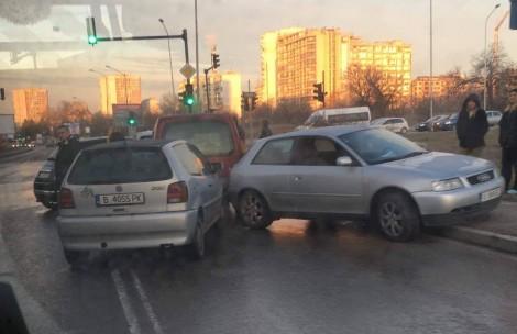 Теч на вода и заледяване предизвика верижни катастрофи във Варна