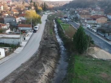 Почистват охранителни канали и дерета във Варна