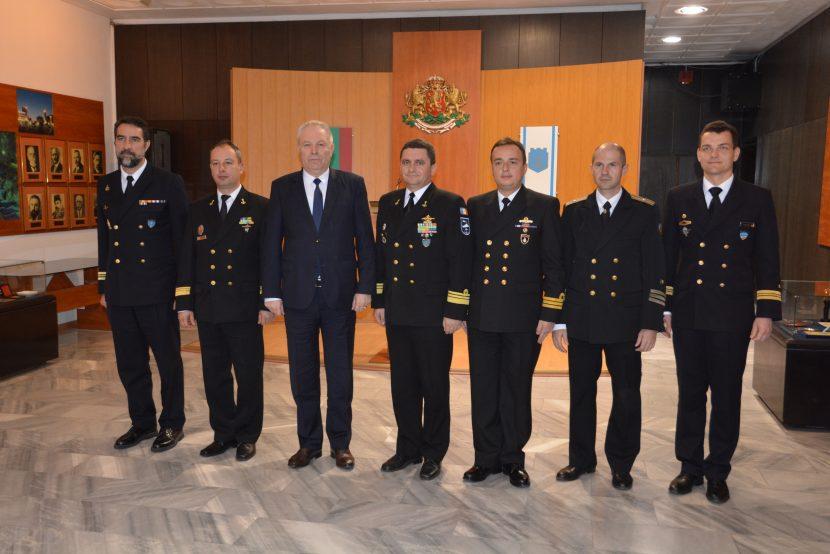 Командири на кораби от Втора постоянна противоминна група на НАТО посетиха Община Варна