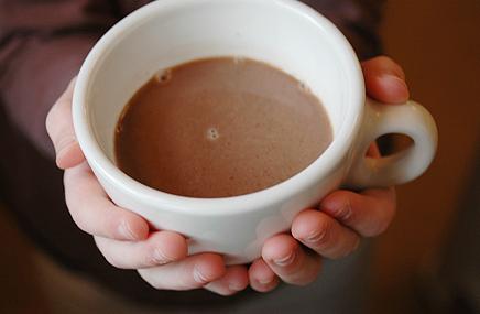 Дете лапна лъжица с какао и се разпищя ужасено