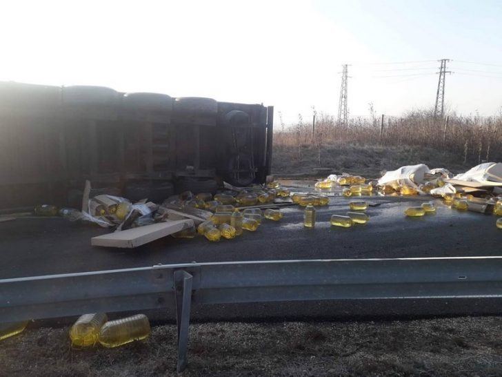 Бутилки олио на магистралата към Варна (СНИМКИ)