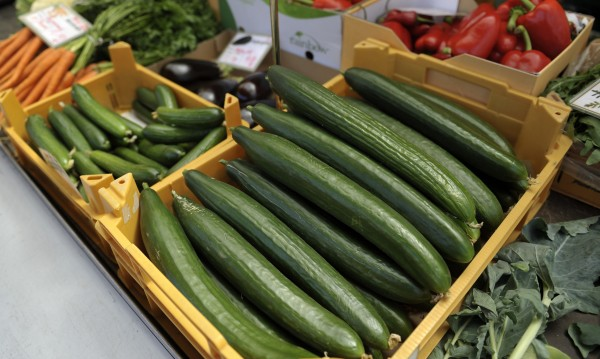 Варненски супермаркет продава краставици на 6 лева килограма (таблица)
