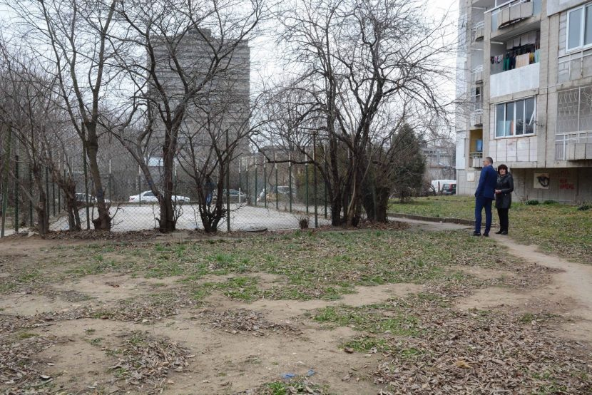 """Правят втори опит за облагородяване на 17 микрорайон в кв.""""Левски"""""""