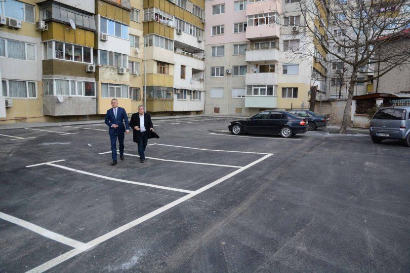 Продължава изграждането на  паркинги в междублоковите пространства в целия град (снимки)