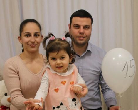 Варненско семейство се бори за безплатна терапия на болната си дъщеря