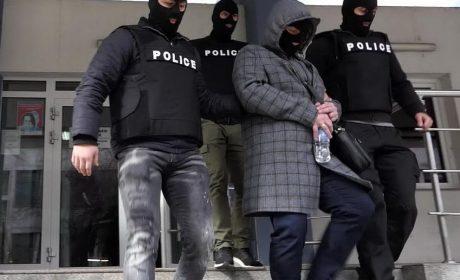 Полицаи опитали да отмъкнат печалбата от тотото на възрастна жена (СНИМКИ/ВИДЕО)