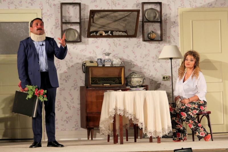 """Аня Пенчева ни """"показва"""" как една жена може да бъде щастлива! """"Тя, той и още двама-трима"""""""