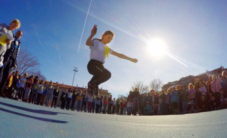 Деца скачаха лъвския скок на Апостола във Варна (снимки)