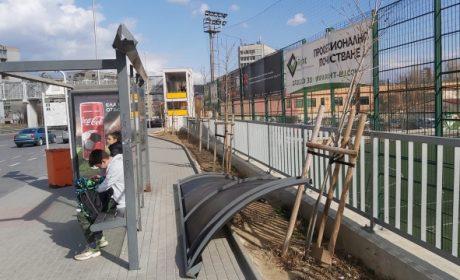 Вятърът събори покрива на спирка до стадион Спартак