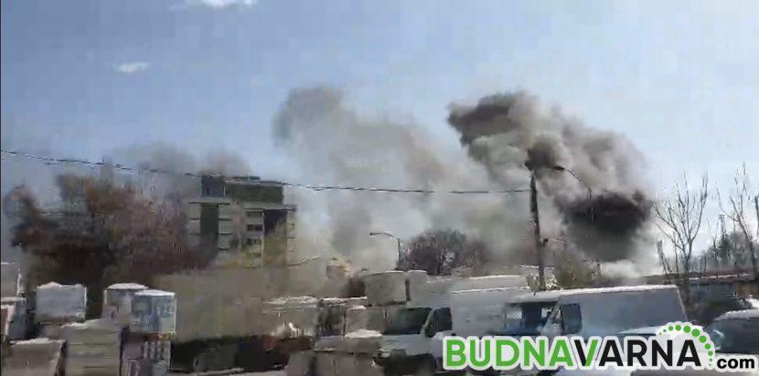 Голям пожар в района на Сточна гара (снимки и видео)