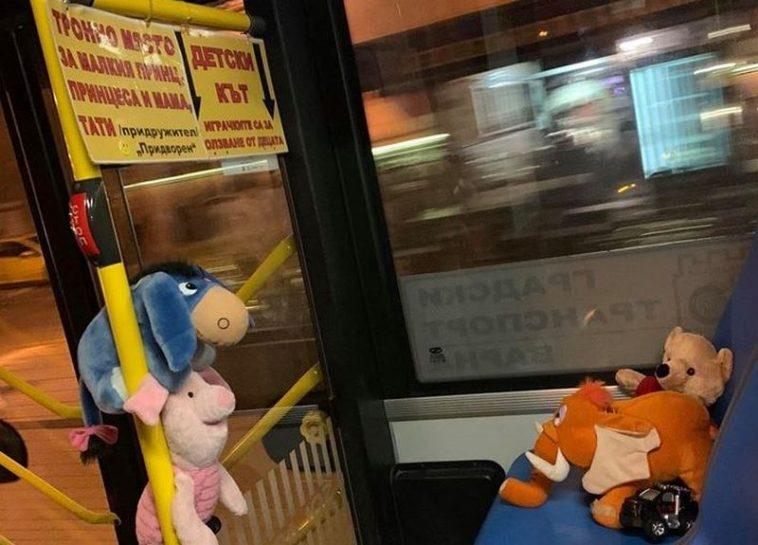 Радост за малчуганите – детски кът във варненски автобус (СНИМКА)
