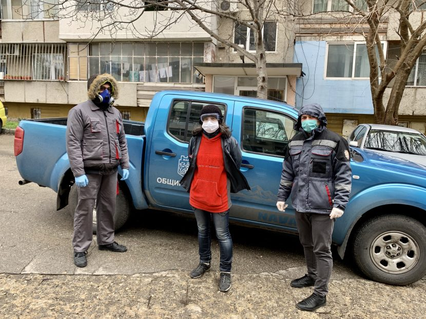 84 доброволци помагат на възрастни хора във Варна