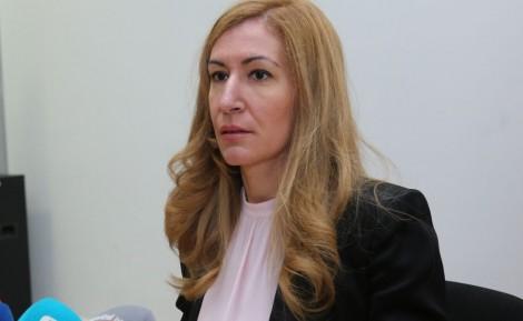Ангелкова: Обмисляме ваучери за 24 месеца заради отлагането на почивки
