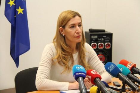 Ангелкова: Туризмът е в тежка ситуация, но ще се възстанови