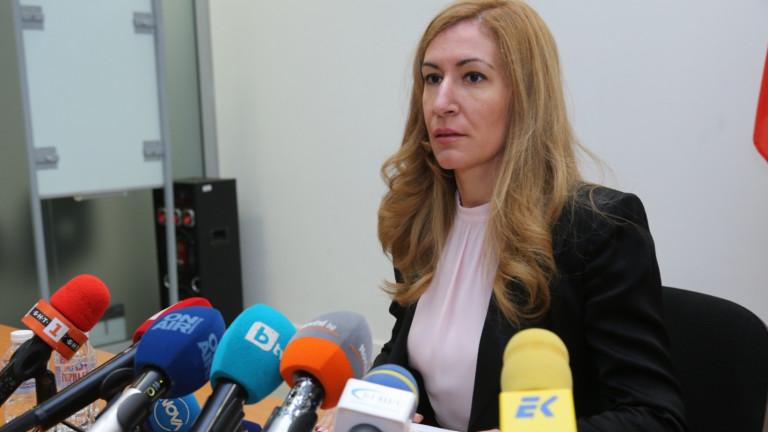 Ангелкова: Обсъждат подновяване на полетите след 15 юни