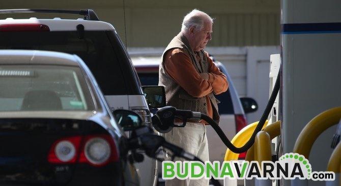 Дизелът и бензинът ще минат 3 лв/л.