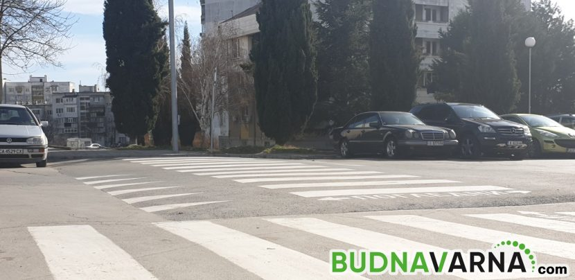 Блъснаха жена и две деца на пешеходна пътека във Варна