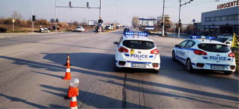 Около 17 000 автомобила излезли от София след затварянето ѝ
