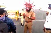 Полицаи, маскирани като коронавирус, призовават гражданите да останат вкъщи (ВИДЕО)