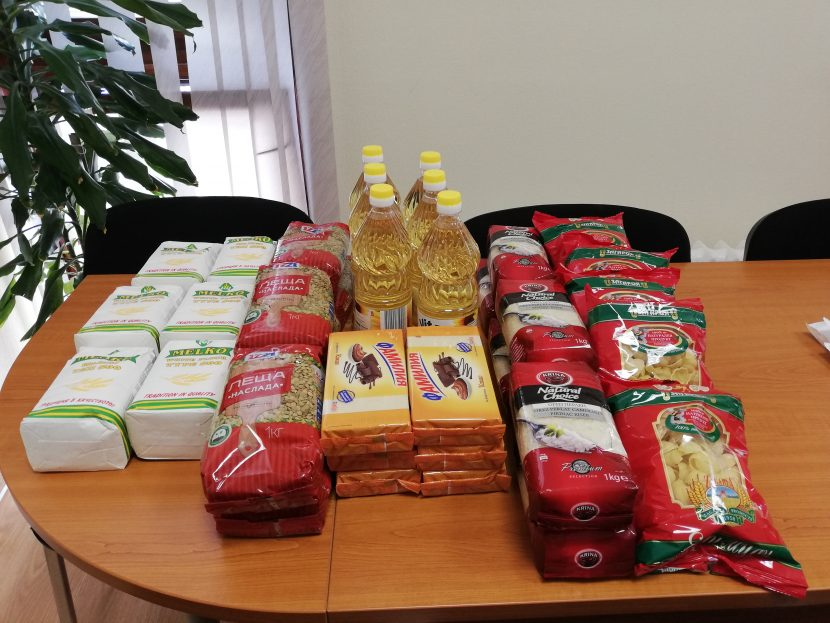 Раздават хранителни продукти за крайно нуждаеши се жители на Аврен