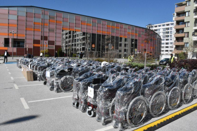 Пловдив дари на Варна 25 колички за хора с увреждания