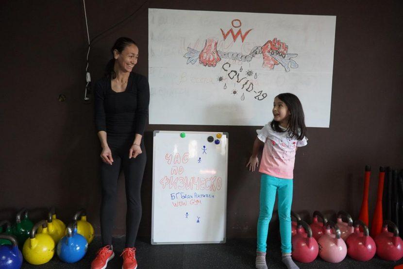 """Програма """"Час по физическо"""" води спорта в дома на учениците"""