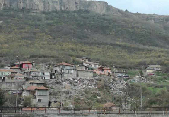 Изчистиха огромно незаконно сметище в град Провадия
