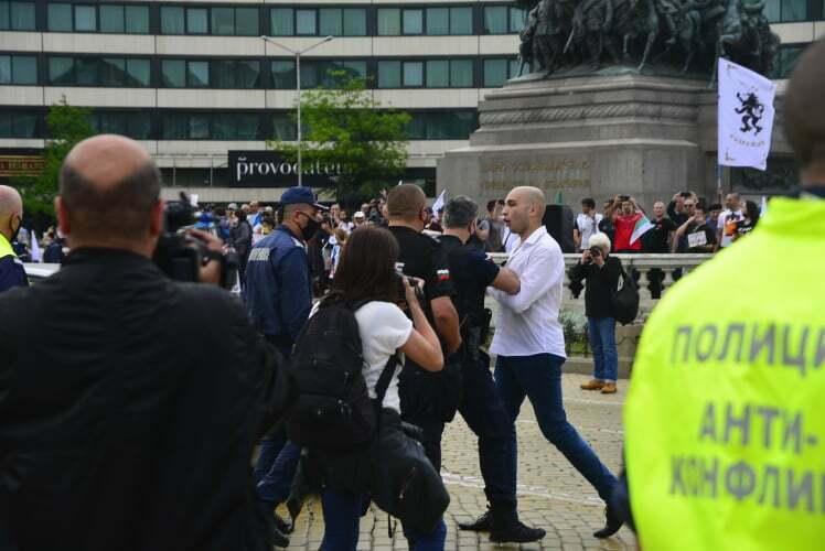 На протеста в София задържаха обявен за общодържавно издирване