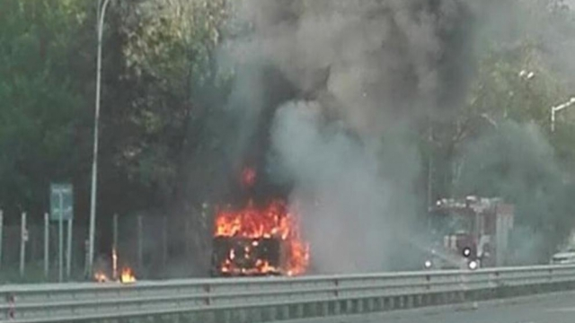 "Боклучийски камион горя в кв. ""Виница"""