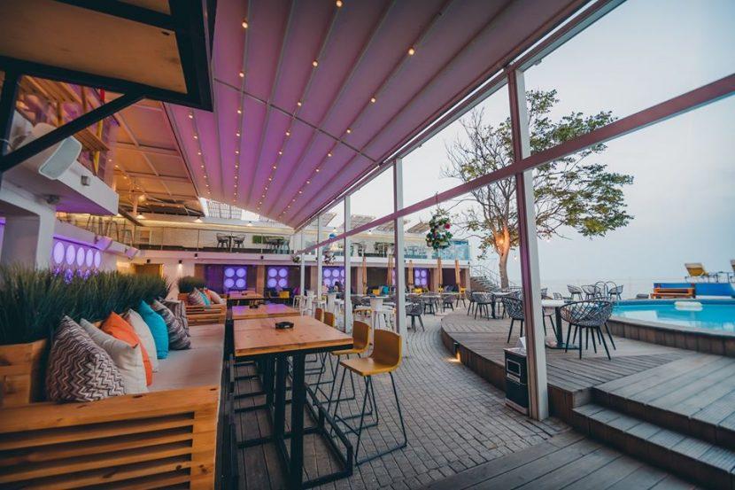 Варненските ресторантьори недоволни, отварянето само на откритите площи било нерентабилно