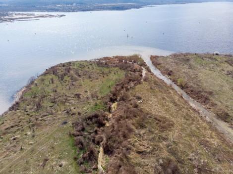 """Проверяват сигнали за замърсяване на Варненското езеро и съмнителна пяна в района на """"Алея първа"""""""