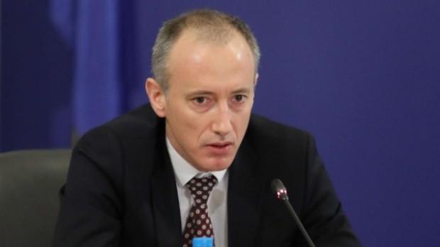 Министър Вълчев: По-добре децата да останат вкъщи, опасността не е преминала!