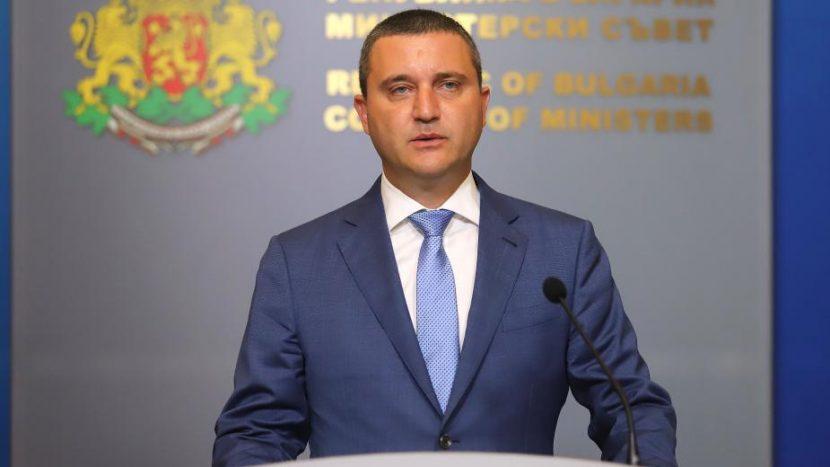 Горанов предлага да има държавни бензиностанции