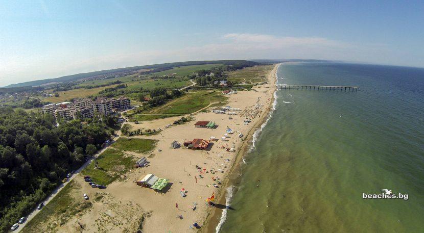 Плажът в Шкорпиловци в очакване на своите летовници