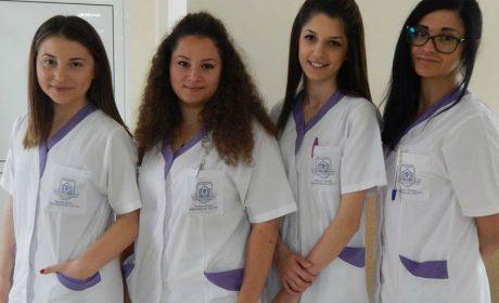 Протест на медицинските сестри днес пред сградата на Община Варна