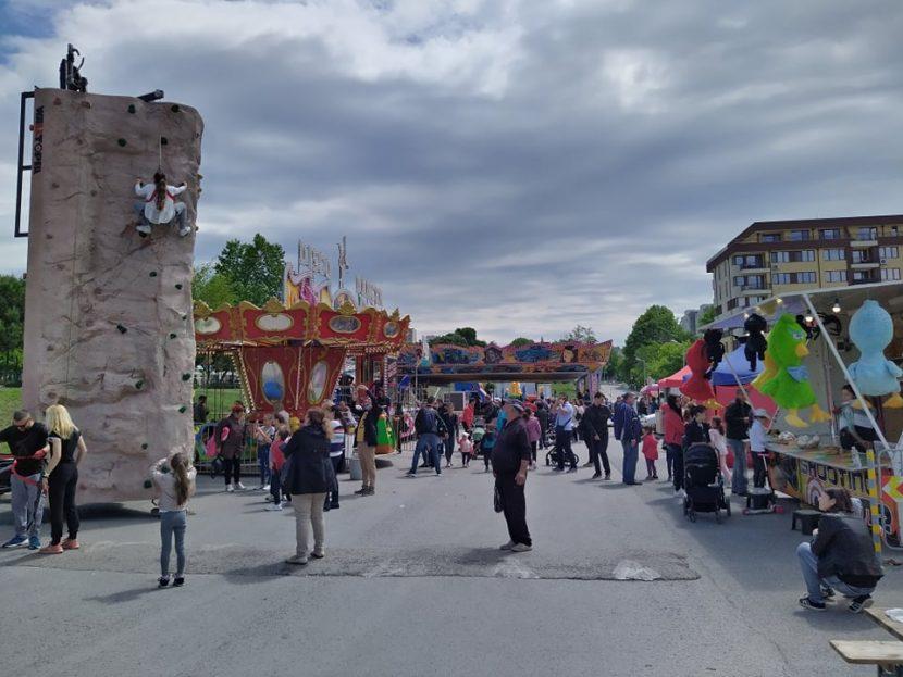 """Първият """"Семеен фестивал"""" завладя с магия жителите на район """"Младост (снимки)"""