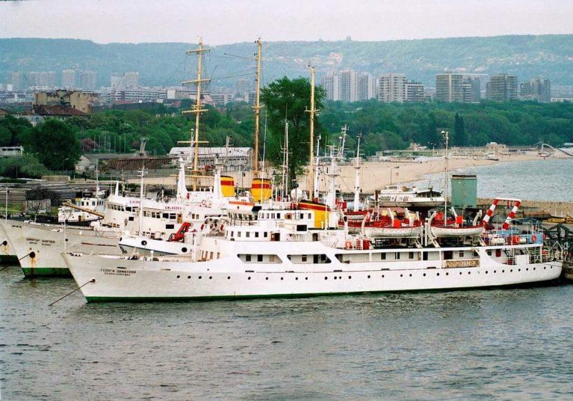 Морска гара в началото на 90-те (снимки)