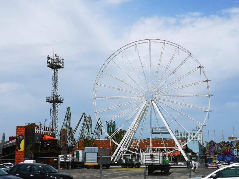 Варна се сдоби с огромно Виенско колело (снимки)