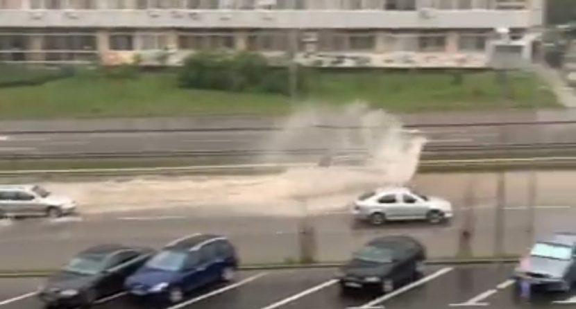 Новия булевард също се превърна в река (видео)
