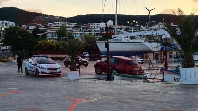 Колата на Нора Недкова й се заби в морето (видео)