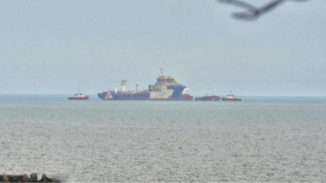 Натовариха кораб в кораб в морето пред Варна