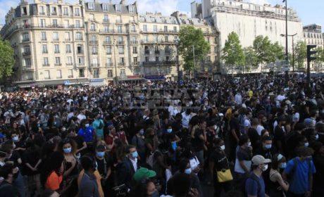 Хиляди парижани също излязоха на протест